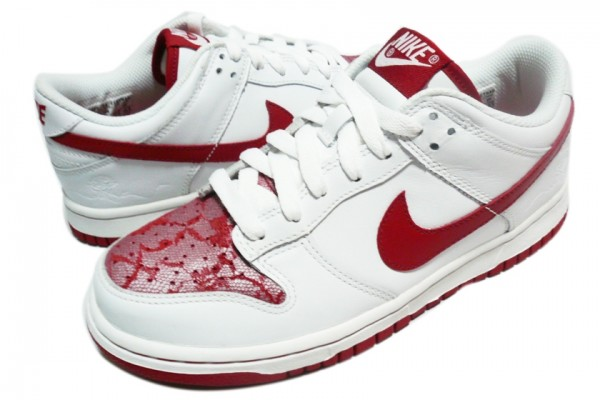 61.00 € Nike  http   www.top-trendy.com en details nike dunk low 2007 valentine edition 3257  Nike Dunk Low 2007 Valentine Edition  ddf0c4e90